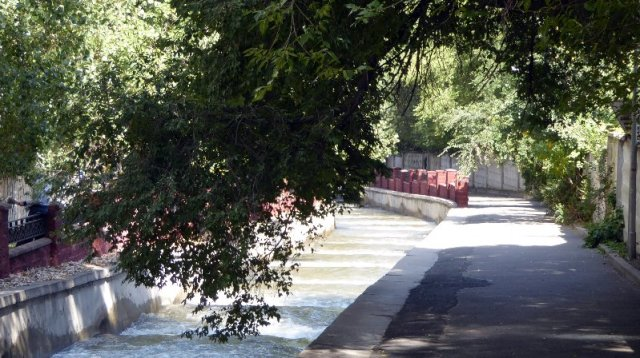 Almatinka River, Almaty, 150918